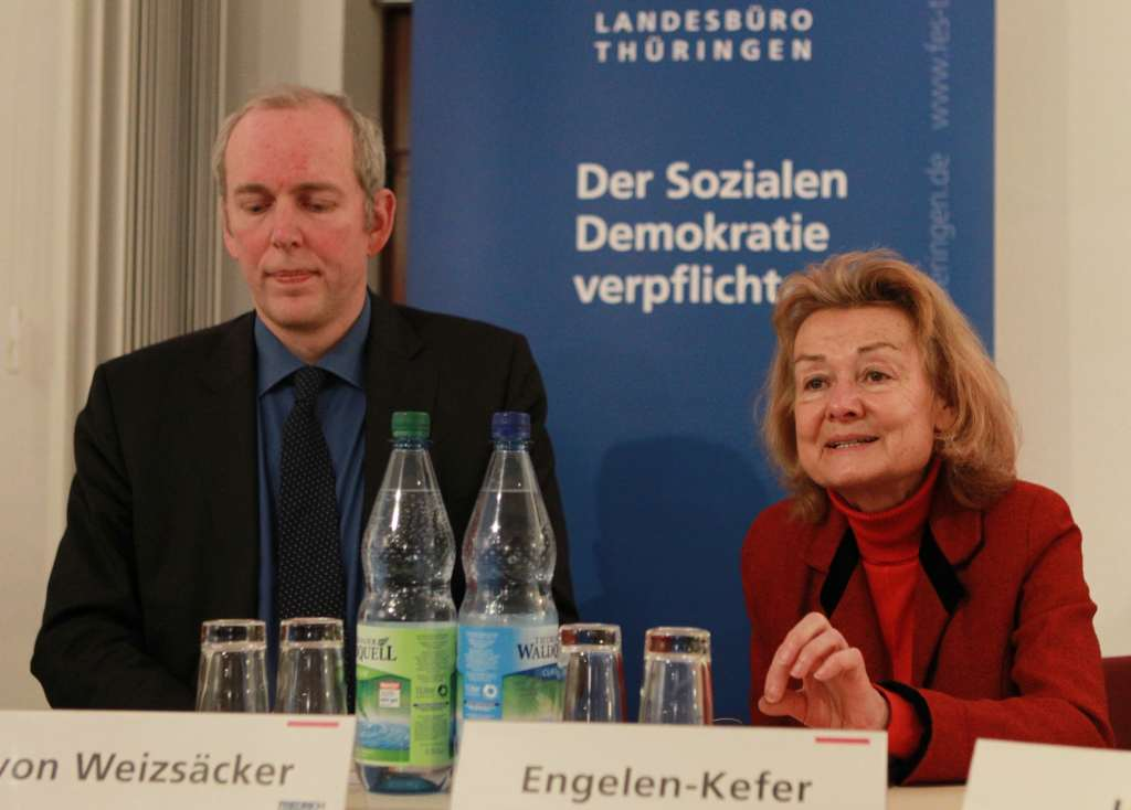 Jakob v. Weizsächer, Thüringer Ministerium für Wirtschaft, Arbeit und Technologie und Kandidat der SPD für die Europawahlen (links) im Gespräch mit mir.