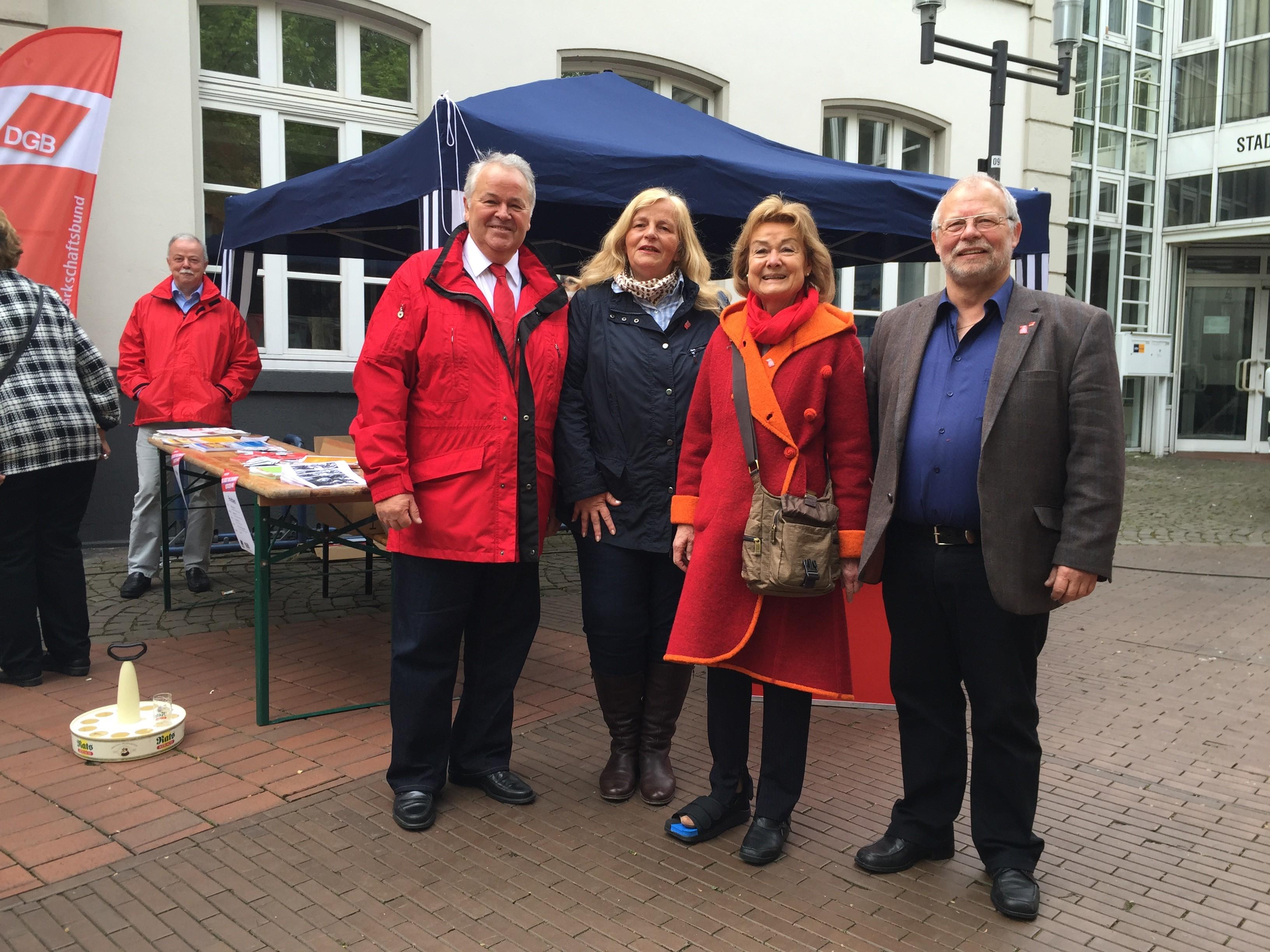 Foto mit Vorsitzenden des DGB in Frechen, Siegfried Dürr