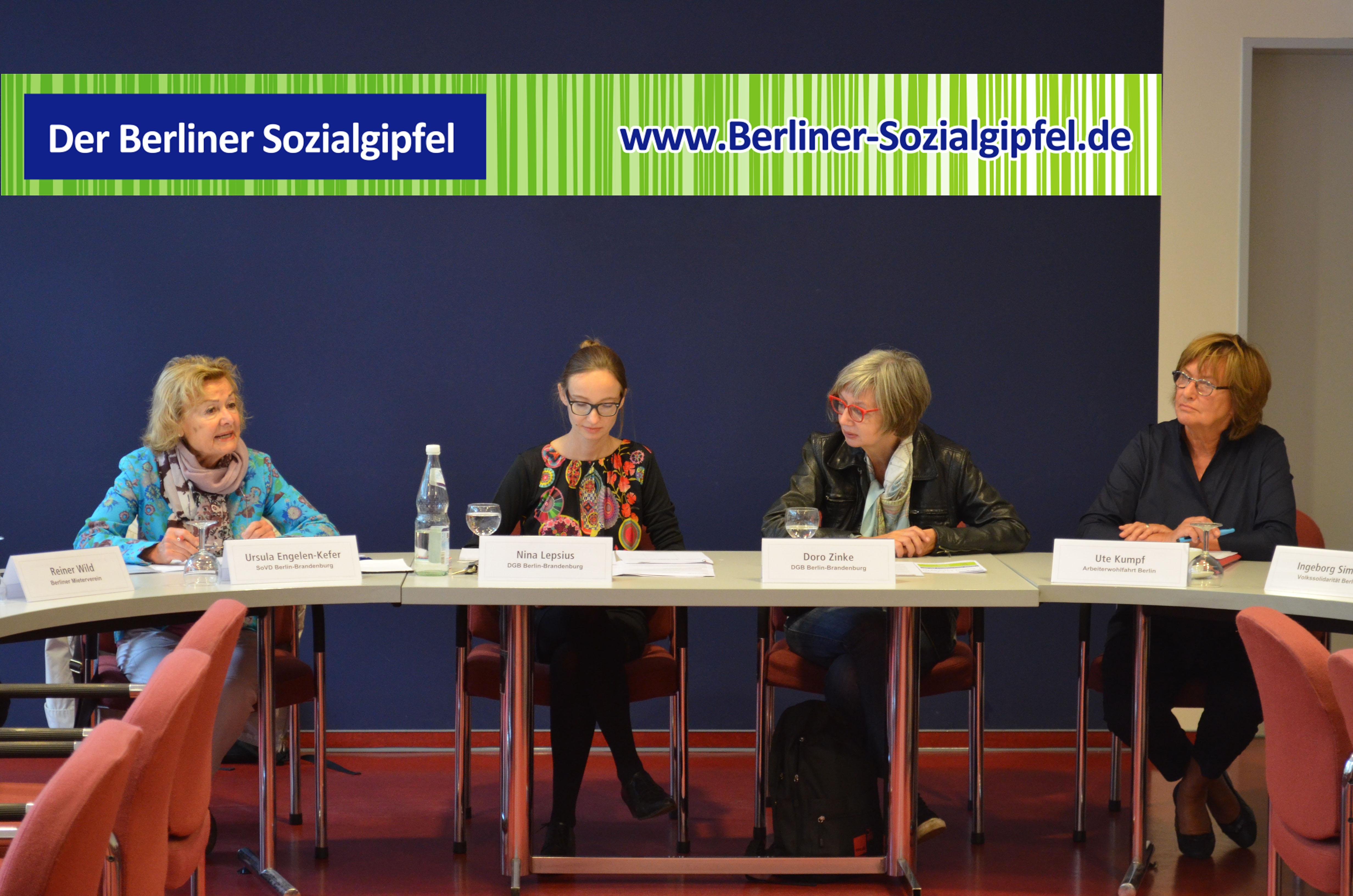 von links nach rechts: Ute Kumpf, Landesvorsitzende AWO Berlin;  Doro Zinke, DGB Vorsitzende DGB Bezirk Berlin Brandenburg; Nina Lepsius Pressesprecherin DGB Berlin, selbst