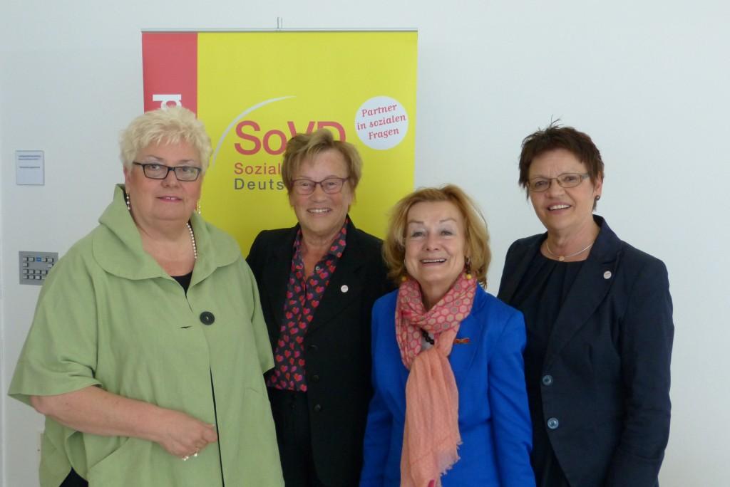 von links nach rechts: Jutta Kühl, Vorsitzende des SoVD Landesverbandes Schleswig Holstein, Edda Schliepack, Frauensprecherin des SoVD ich selbst, Gudurun Karp, Frauensprecherin SoVD Schleswig Holstein